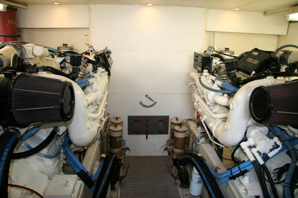 The boat grotto dockside boat and yacht repair service for Outboard motor repair san diego